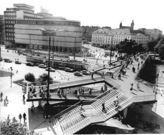 Bundesarchiv_Bild_183-M0828-0009,_Leipzig,_Fußgängerbrücke